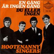 Click here for more info about 'Hootenanny Singers - En Gang Ar Ingen Gang - Black & white band image sleeve'