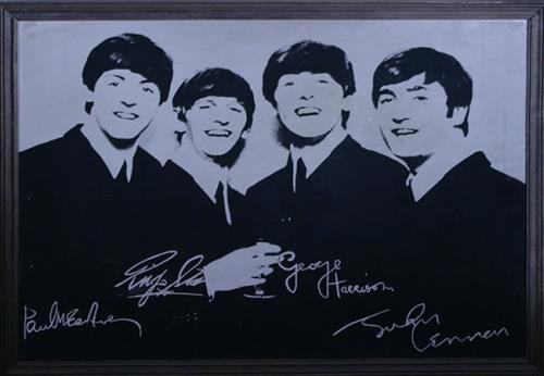 BEATLES, THE - Beatles Mirror With Facsimile Autographs - Autres